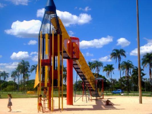 Foto do brinquedo Foguete no Parque Ana Lídia.